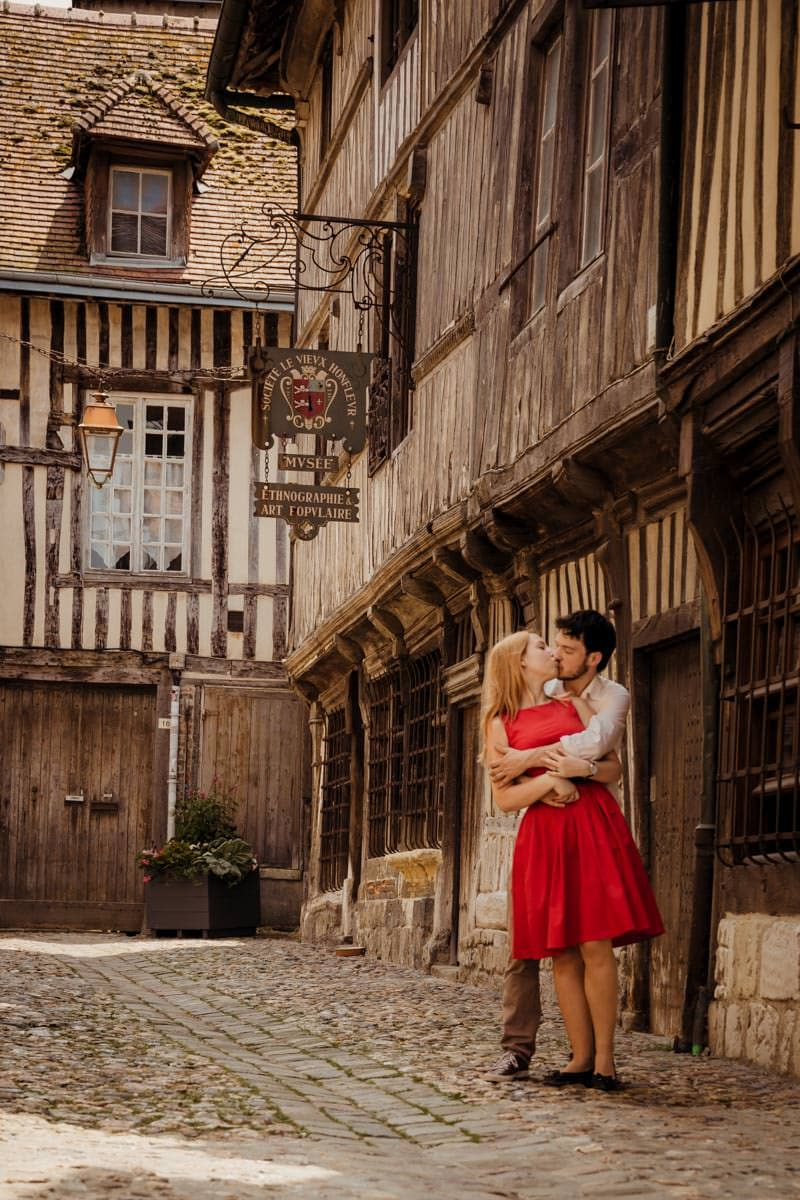 Couple photoshoot in Honfleur France