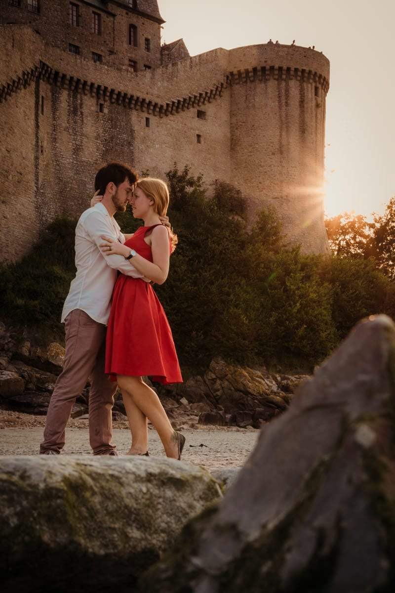 Couple photography at le Mont Saint Michel sunset