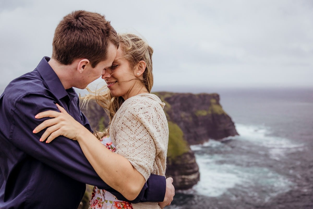 pre-wedding photo shoot at cliffs of moher