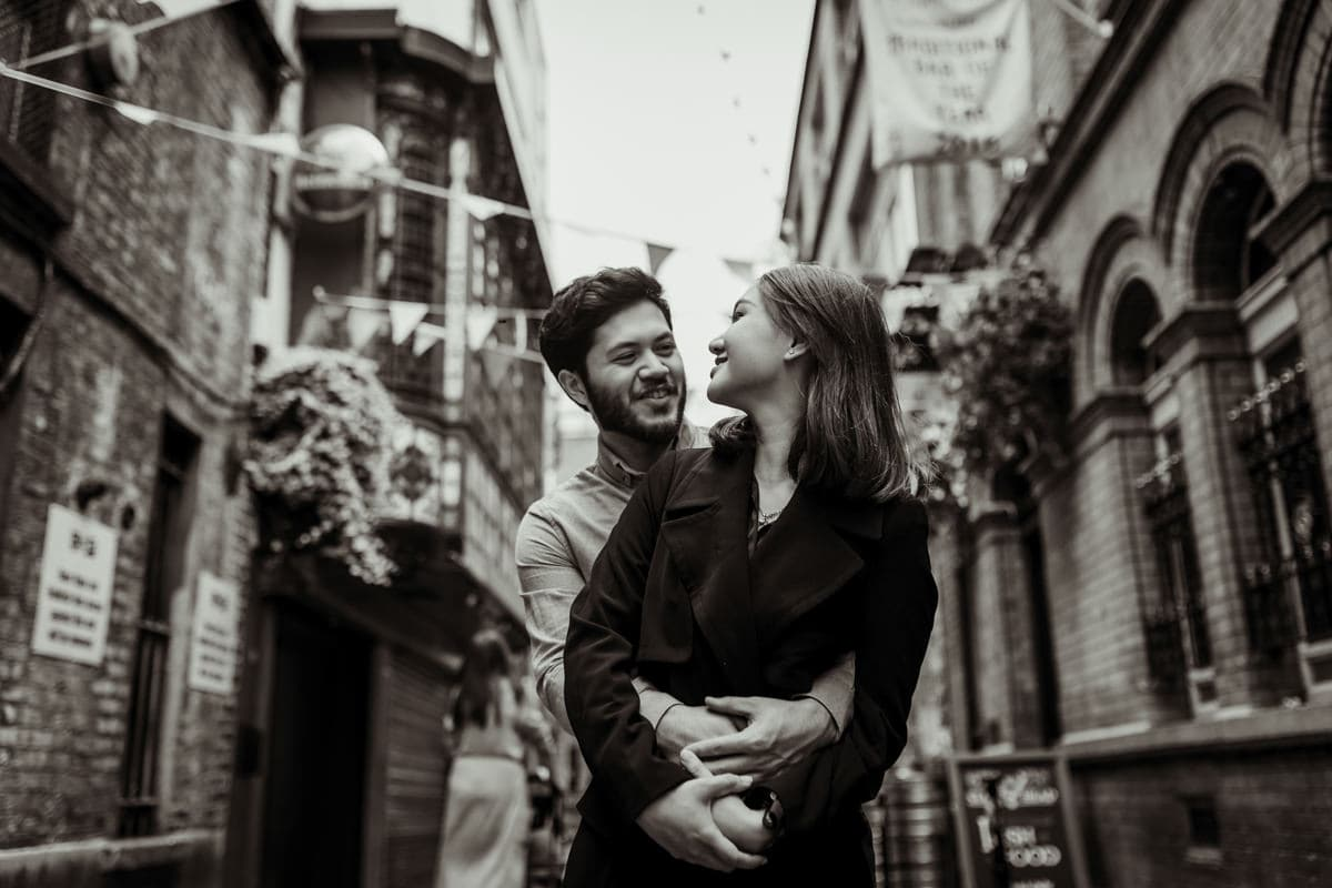 romantic pre wedding photos in temple bar dublin