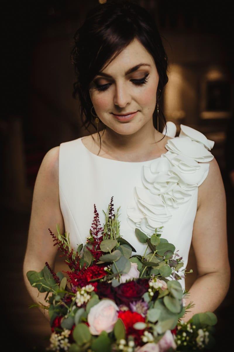 portrait of the bridge with autumnal wedding bouquet