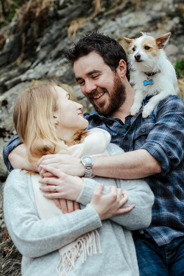 engagement photoshoot with a dog pose ideas