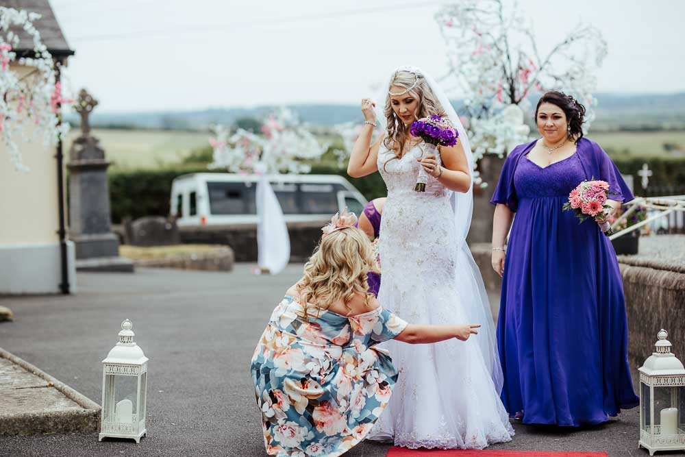 bride and her bridesmaids arrive at the wedding