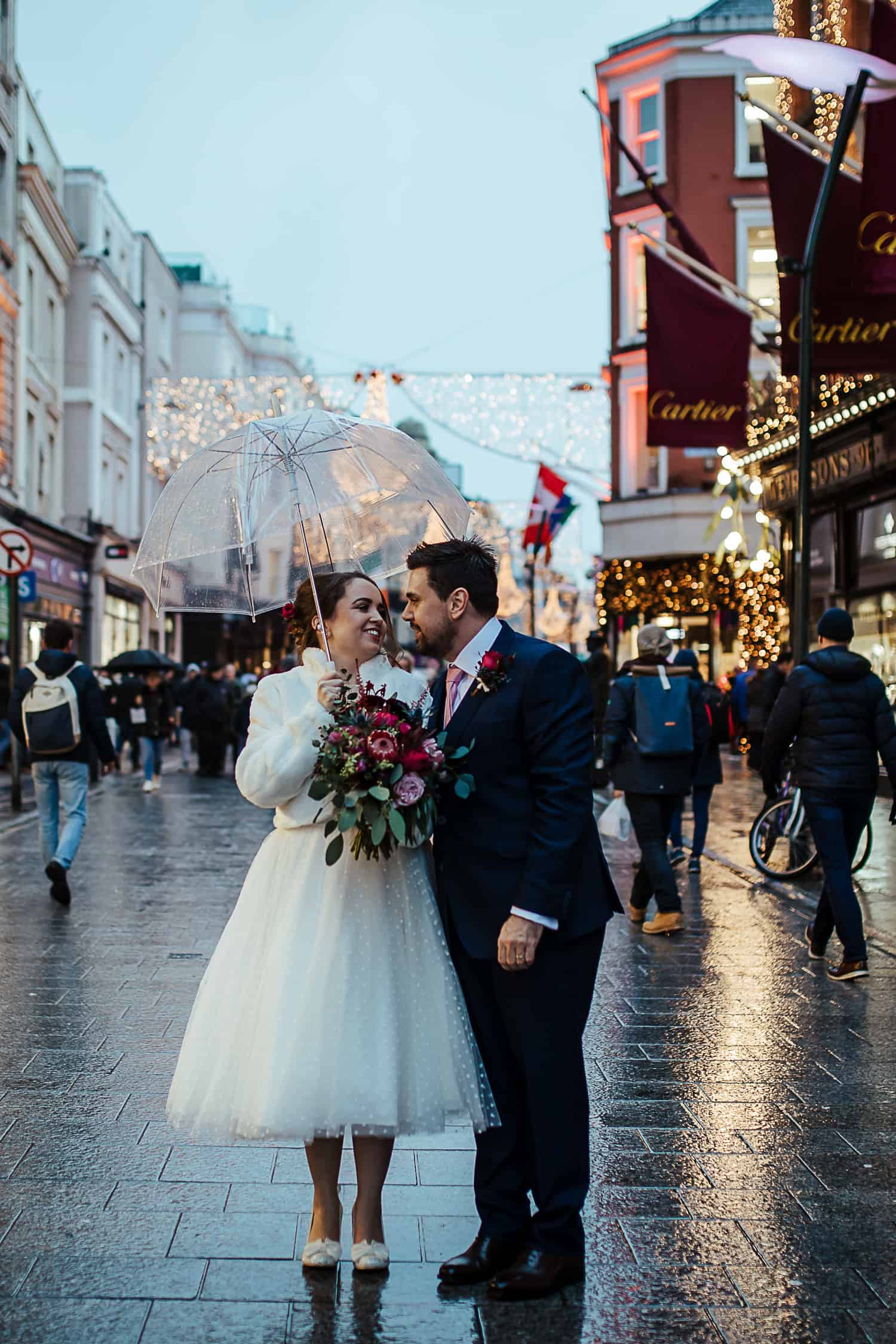 wedding photos in grafton street christmas wedding