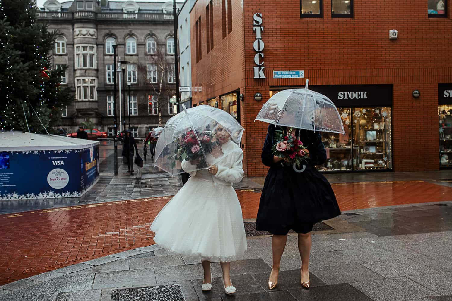 how to take wedding photos on a rainy day