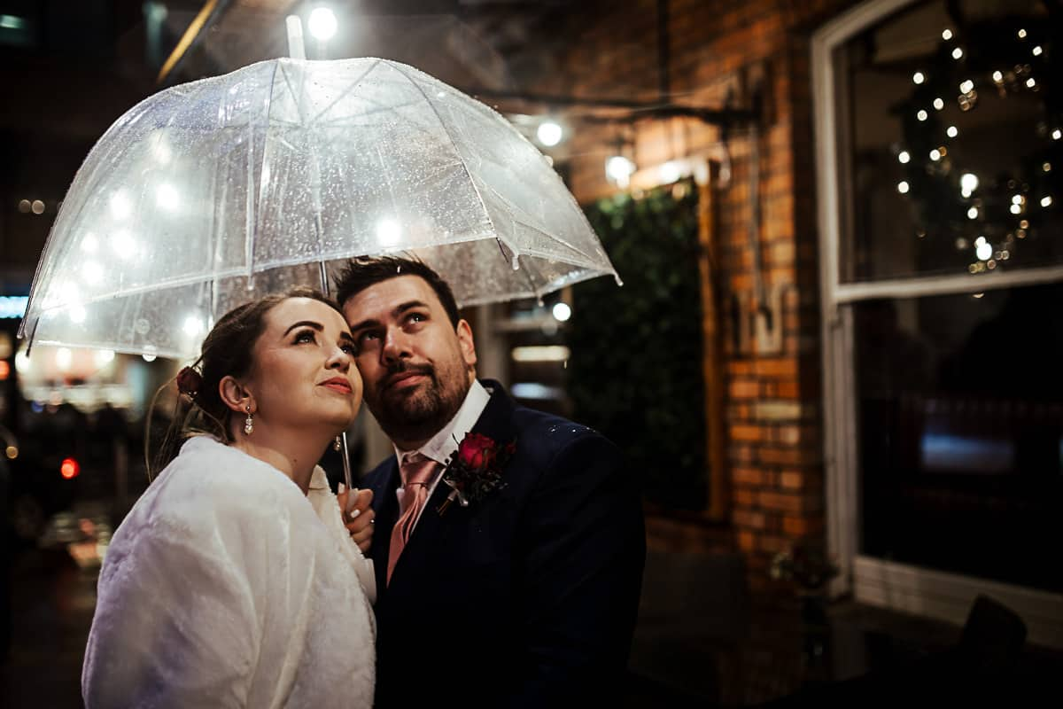 how to get good wedding photos on a rainy day