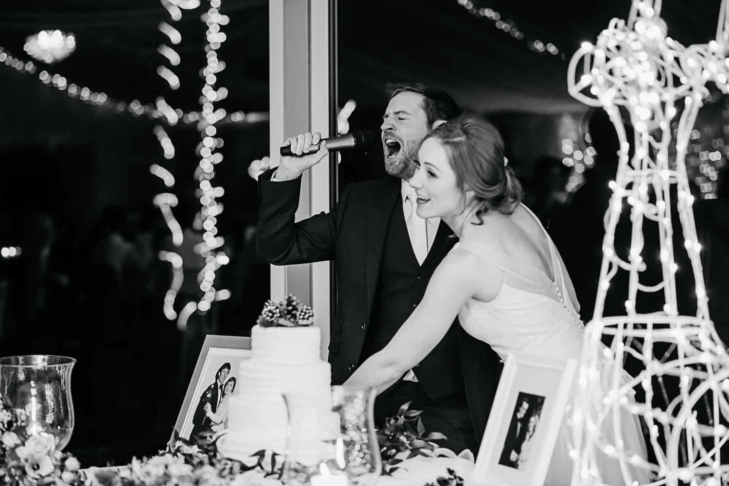 funny photo of weddubg couple cutting the cake