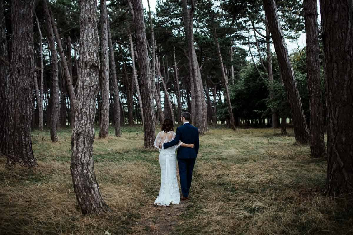 couple wedding portraits in phoenix park autumn wedding in wrights anglers rest