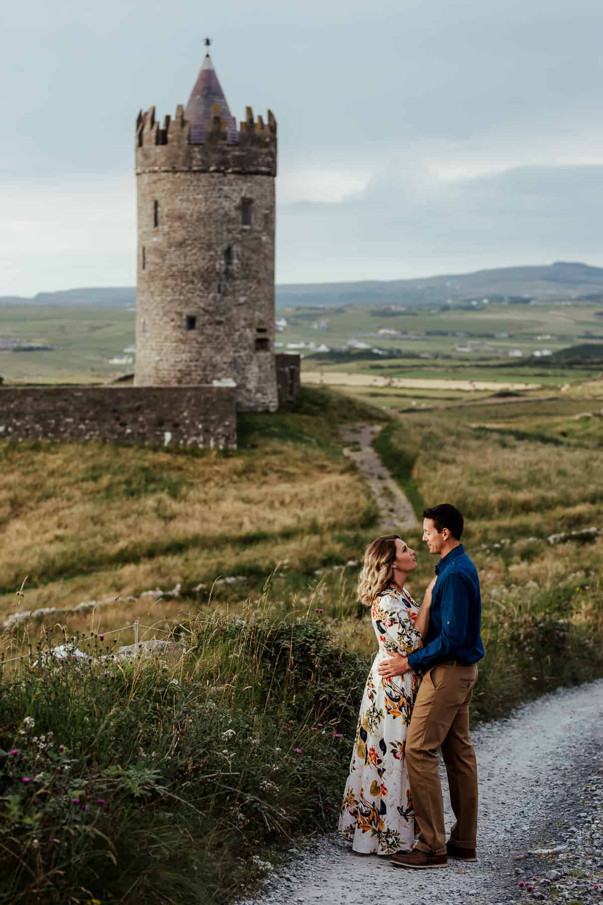 couple photo at doonagore castle cliffs of moher