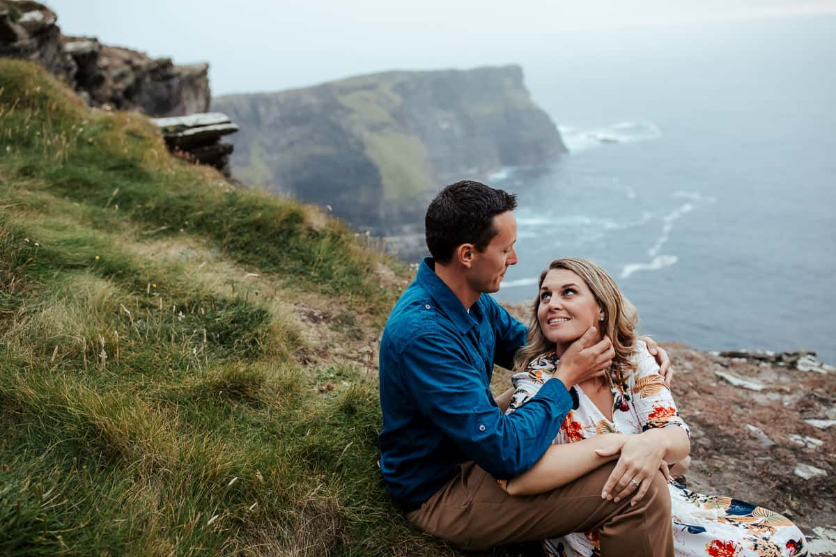 couple photoshoot at cliffs of moher