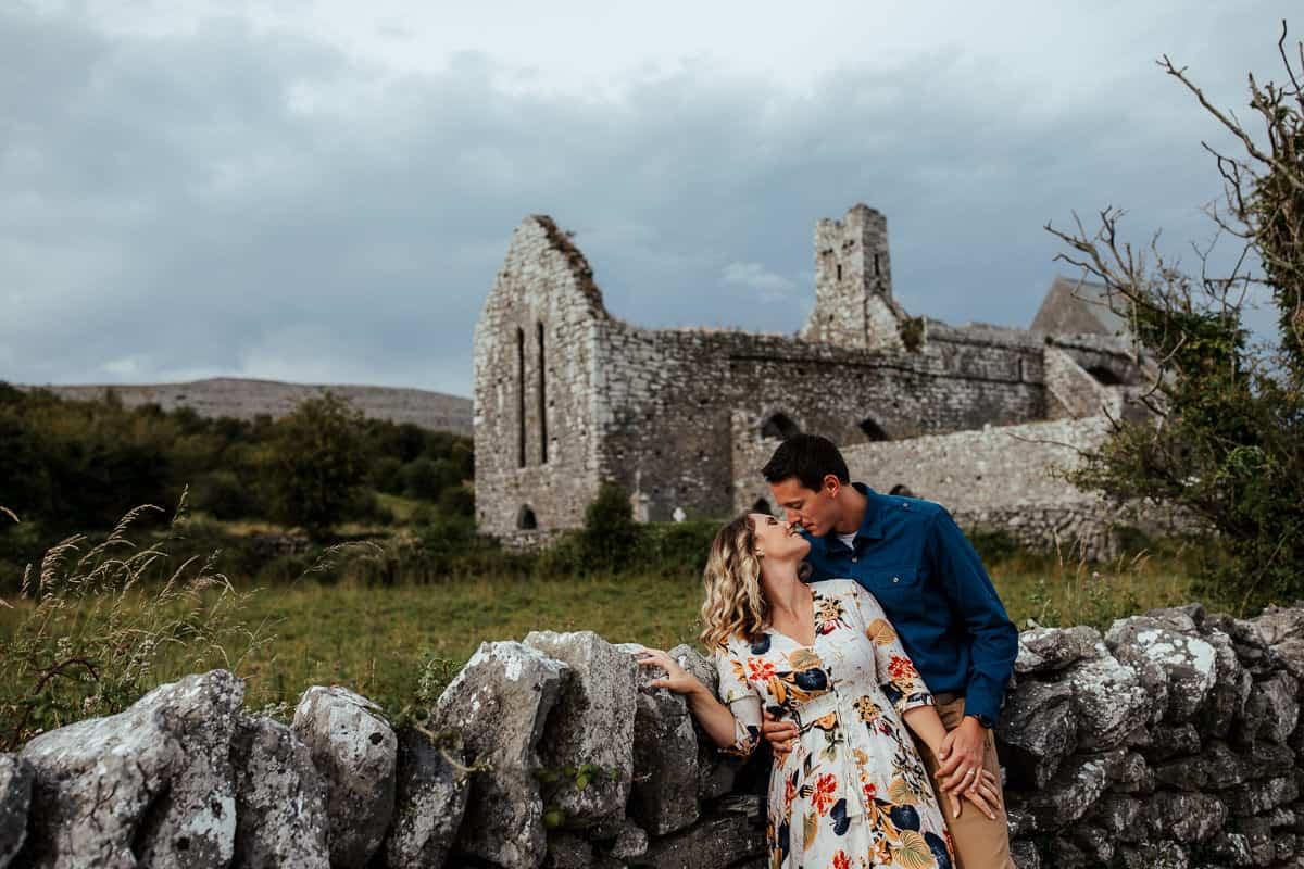 couple photoshoot at corcomroe abbey co clare