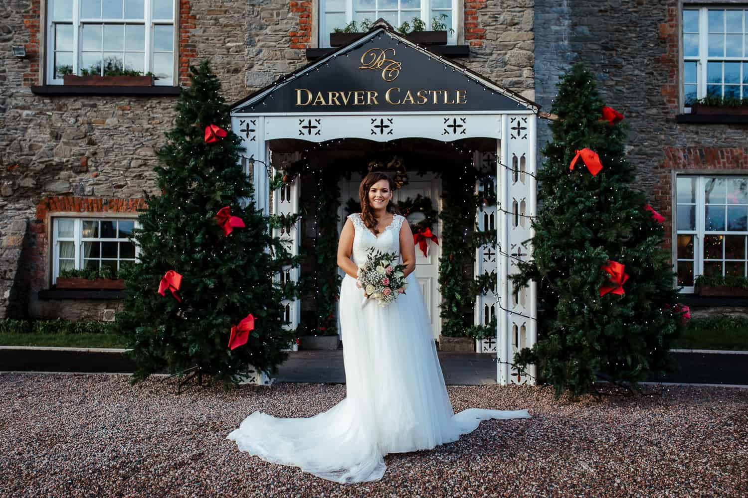 portrait of the bride in front of darver castle
