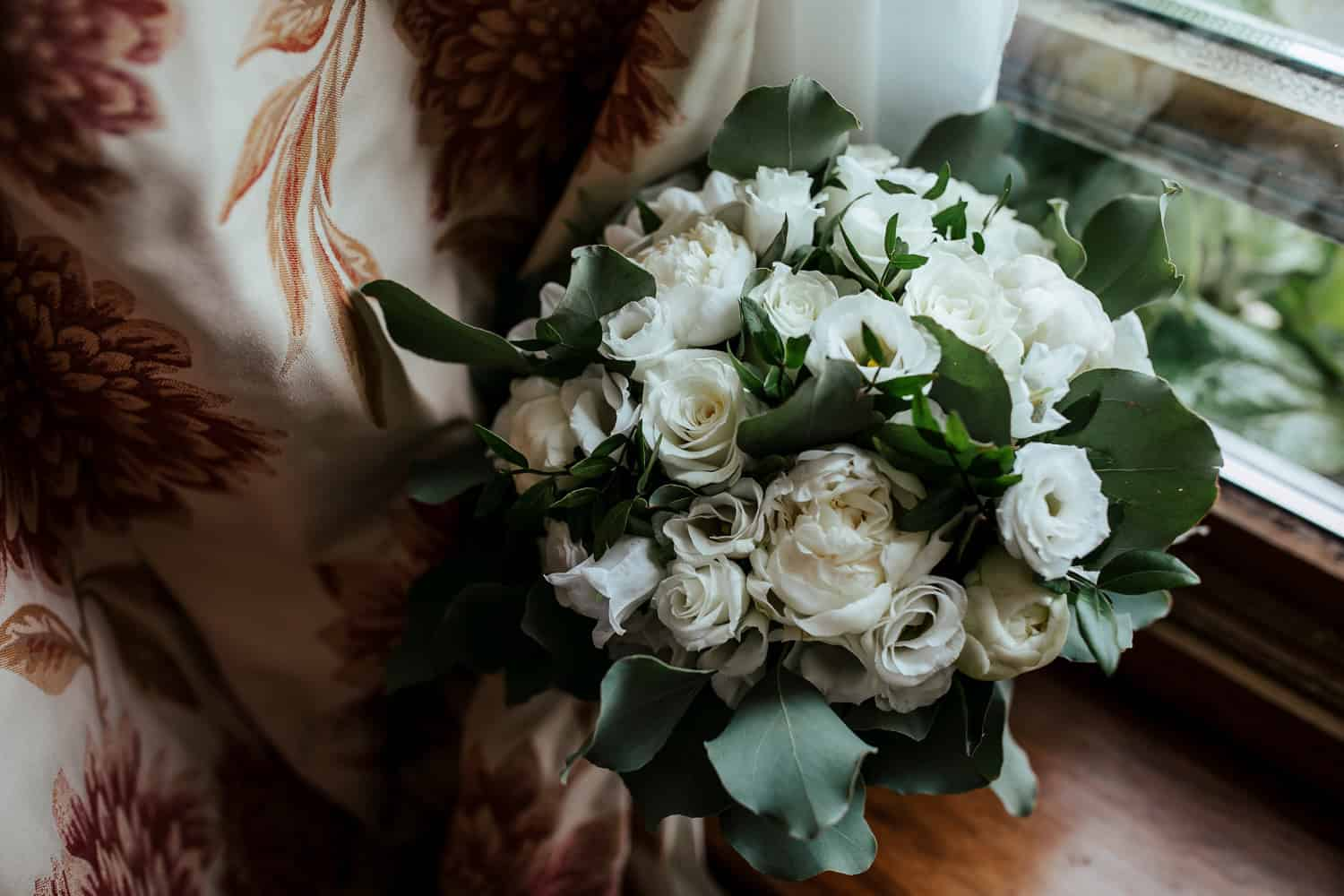 white rose wedding bouquet cost of wedding flowers