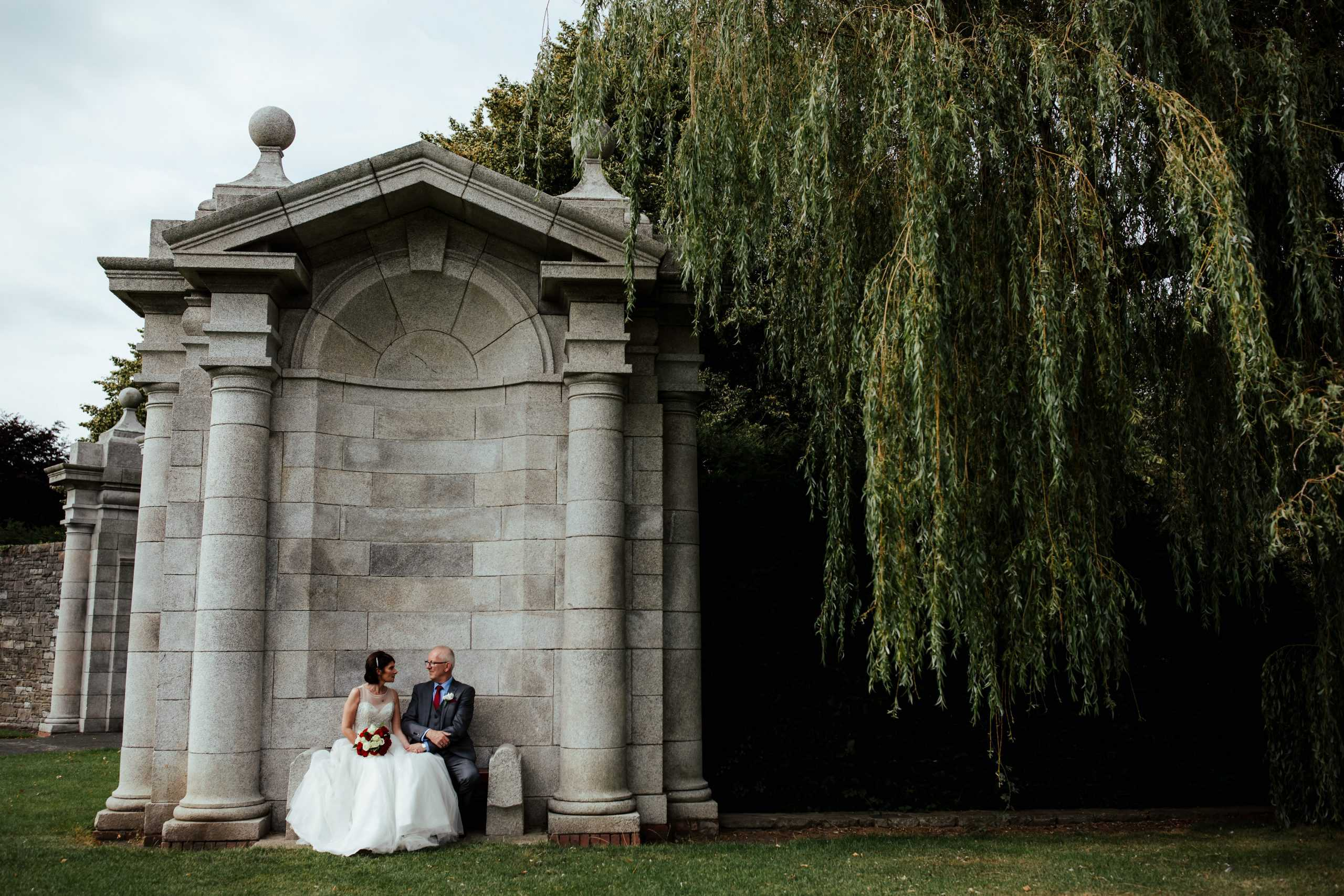 wedding photo in irish war memorial gardens dublin